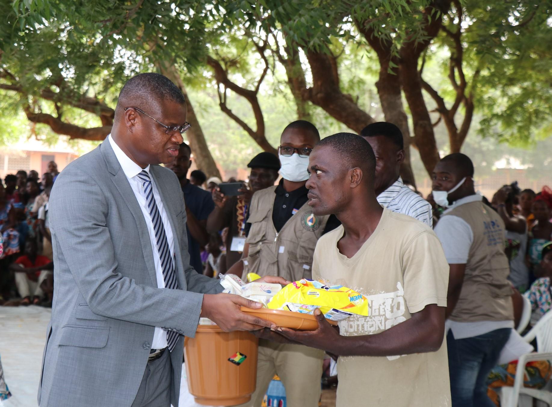 De la parole à l'acte: le geste humanitaire du SNU Togo aux populations sinistrées!